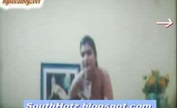 www.SouthHotz.blogspot.com sexy hyderabad aunty removing clothes and m
