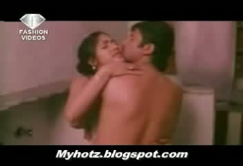 Tollywood known actress in bathroom semi nude