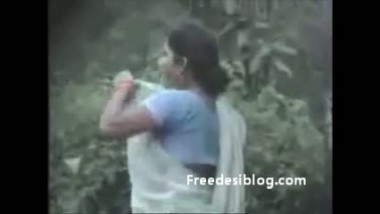 Aunty Pissing Outdoor