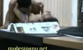 Tamil office girl fucked by boss in her cabin mms