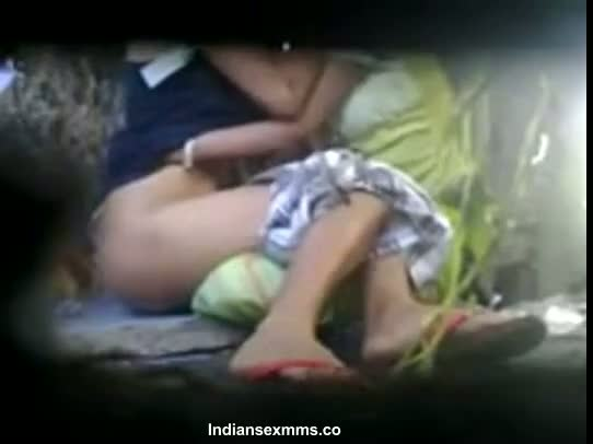 Indian outdoor sex scandal of Desi young students open sex in park