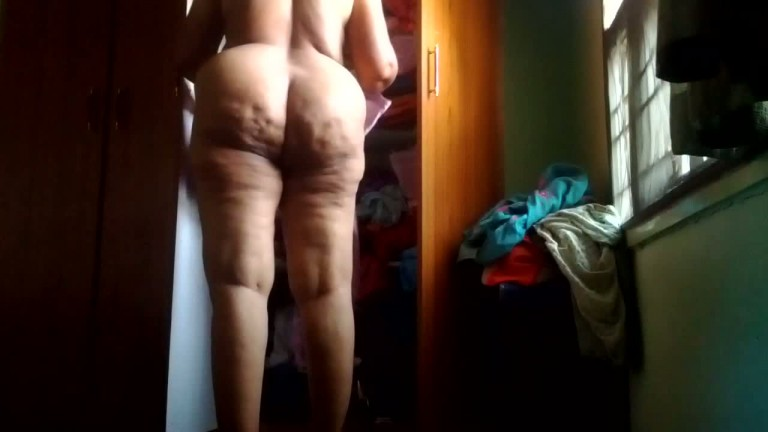 House wife exposed huge ass on cam