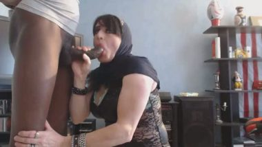 Arabian gorgeous busty figure house wife sucking her lover's big cock