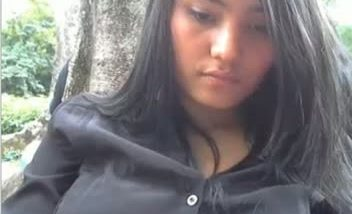 Chennai Bold girl showing breasts and butts in park outdoor mms