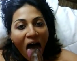 Pune bhabhi gives awesome blowjob to hubby