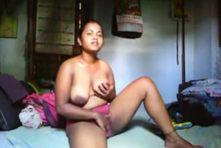 Big boobs Patna girlfriend fingers shaved pussy on cam