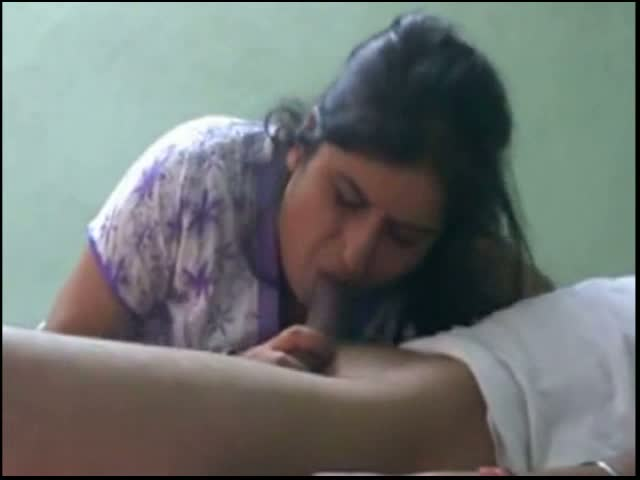 Indian aunty given hot blowjob session to her lover