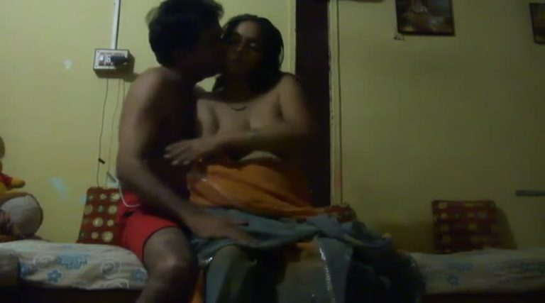 Mallu mature aunty invites hubby's friend for sexual intercourse