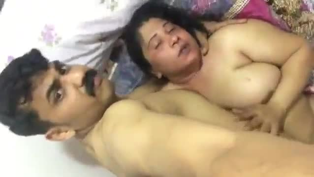 Indian sex MMS clip of a horny cougar