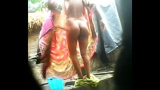 Village Aunty Exposing Ass While Bathing